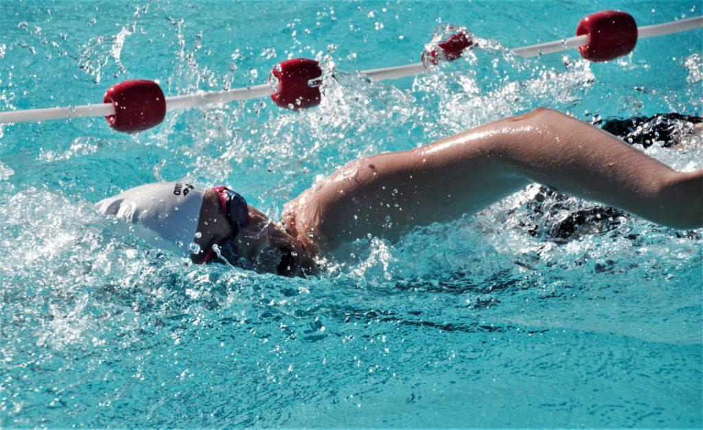 Foto zwemmen artikel krant zwembad de schelp