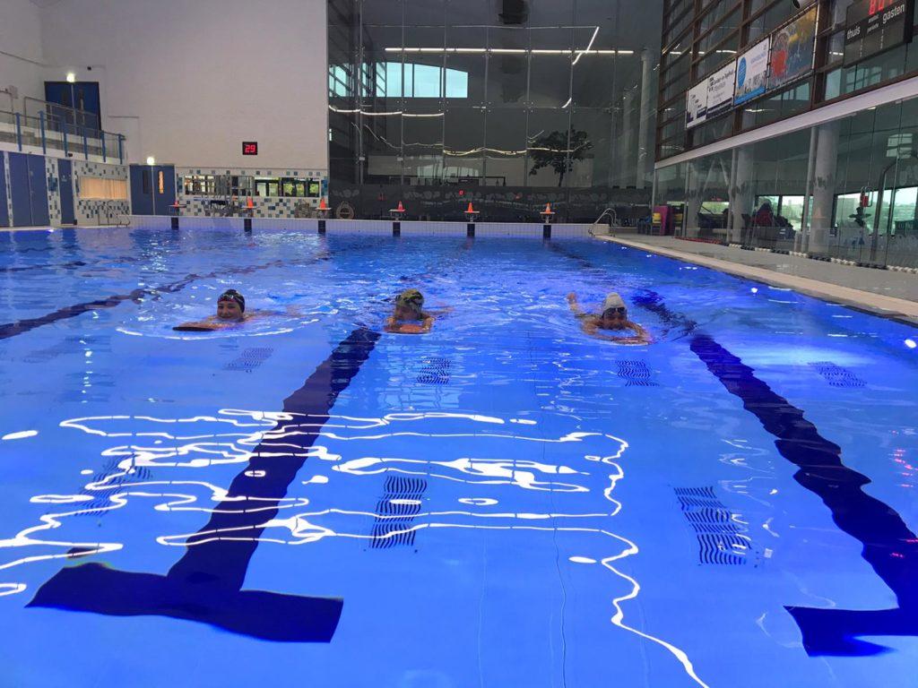 eerste ochtendtraining wedstrijdzwemmers